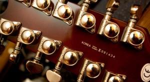 How do I tune a 12 string guitar?