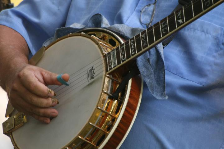 Mastering the Neck of the 5-String Banjo - Guitar Noise